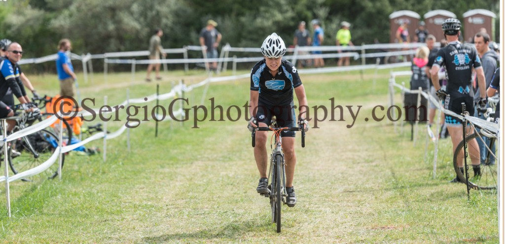 Kristine Contento-Angell digging for the finish at hippo cx